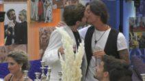 Grande Fratello VIP - Scatta il bacio fra Francesco Oppini e Tommaso Zorzi