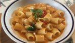 Tubettoni pomodoro e scamorza: il primo piatto che conquisterà tutti