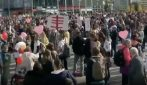 Berlino, migliaia in piazza senza mascherine, tensione con polizia
