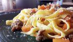 Tagliatelle zucca e salsiccia: la ricetta del primo piatto saporito