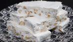 Torrone bianco fatto in casa: la ricetta per averlo golosissimo