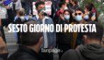 """Covid 19, sesto giorno di proteste a Napoli, ristoratori, mamme e agenti di viaggio: """"De Luca ci ascolti"""""""