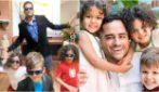 """Papà single rimasto vedovo di suo marito, cresce da solo 3 bambini: """"Mi hanno salvato la vita"""""""