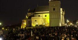 Polonia, nuova grande manifestazione contro il divieto di aborto