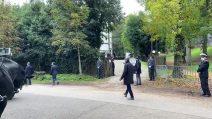 Funerali Gigi Proietti: applausi all'uscita del feretro dal Globe