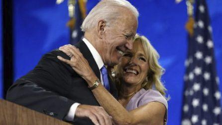 """Biden elogia la seconda moglie Jill: """"Sarà una grande First Lady, sono così orgoglioso di lei"""""""
