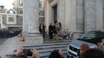 Funerale di Stefano D'Orazio, la bara del cantante arriva in Piazza del popolo
