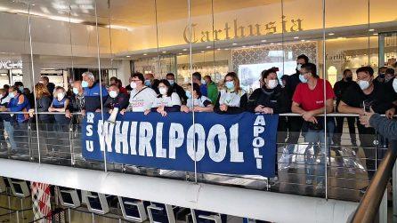 Chiusura Whirlpool, la protesta degli operai arriva a Capodichino