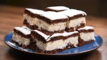 Quadrados de coco e chocolate: no café da manhã ou no lanche, sempre ficam deliciosos!