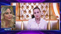 Lo scontro tra Rosalinda e Dayane si scontrano con Stefania Orlando