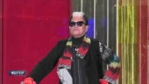 Cristiano Malgioglio fuori dalla Porta Rossa del Grande Fratello Vip 2020