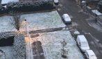 Milano, primi fiocchi di neve: la città si tinge di bianco