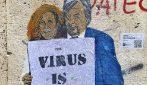 """""""Il virus non è passato"""", il murales con i virologi Burioni e Capua"""