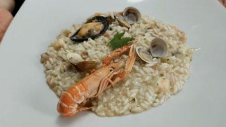 Risotto alla pescatora: la ricetta del primo piatto squisito e semplice da preparare