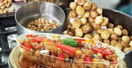 Gli struffoli a forno della storica pasticceria Carraturo per Natale