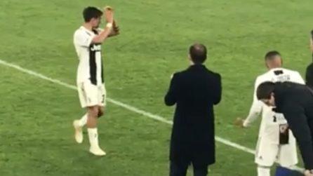 Dybala esce dal campo ma evita lo sguardo di Allegri no gli stringe
