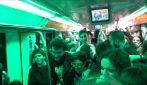 Notte bianca della cultura nella metropolitana di Roma: gli studenti occupano i vagoni con la musica