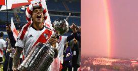 Il River Plate solleva la Copa Libertadores mentre l'arcobaleno cade al centro dello stadio