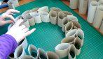 Come realizzare una ghirlanda natalizia con i rotoli di carta da cucina