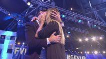 Grande Fratello Vip 2018, il bacio tra Lory Del Santo e Marco Cucolo