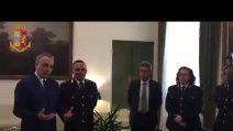 Monza, poliziotto salva da un brutale pestaggio il passeggero di un treno: premiato dal questore