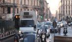 Incidente a Milano, tram travolge due auto in Foro Buonaparte: quattro feriti e traffico in tilt