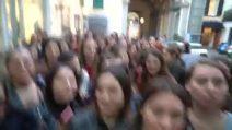 Napoli, centinaia di persone in fila per l'apertura del negozio di ClioMakeUp