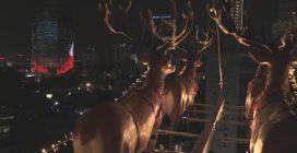 In Malesia si cena nella slitta di Babbo Natale sospesa a 45 m