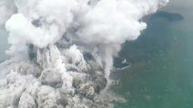 Indonesia, la devastante eruzione del vulcano Krakatau che origina lo tsunami
