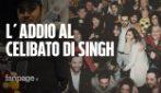 """Singh si sposa e gli amici vendono rose al suo posto: """"Poi troverò un vero lavoro"""""""