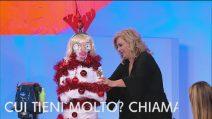 """Uomini e Donne, Tina Cipollari presenta """"La mummia di Natale"""""""