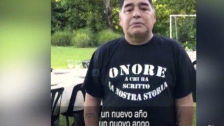 Maradona fa gli auguri e poi piange commosso
