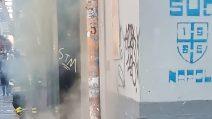 Incendio a Napoli, in fiamme un negozio su corso Umberto