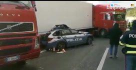 Tir contro auto ferme per incidente in Sicilia: 3 morti, anche un poliziotto