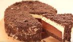 Cheesecake al cioccolato a due strati: un'esplosione di gusto