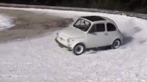 La 500 non si ferma nemmeno sulla neve: le derapate con la mitica FIAT
