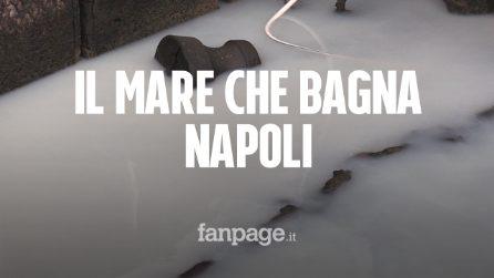 Napoli, l'acqua del lungomare diventa bianca: possibile disastro ambientale