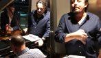 """Gigi D'Alessio canta """"Maruzzella"""": il divertente siparietto con Enrico Brignano"""