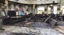 Filippine, due bombe esplodono in una chiesa: decine di morti