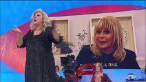"""Uomini e Donne, Tina Cipollari furiosa con Gemma Galgani: """"Basta, è pazza!"""""""