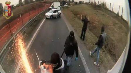 Bollate, assalto a portavalori: incappucciati, i malviventi tagliano il portellone con una motosega