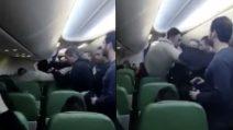 """Urla """"Allah akbar"""" durante il volo: attimi di terrore tra i passeggeri"""