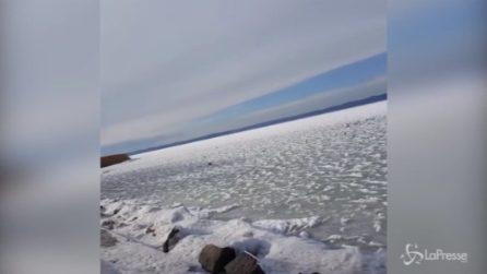 Lago Balaton completamente ghiacciato: davvero suggestivo