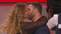 Uomini e Donne, scatta il bacio tra Stefano e Pamela