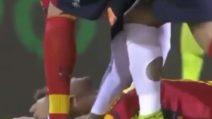 Lecce-Ascoli sospesa: Scavone perde i sensi dopo uno scontro di gioco