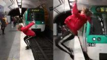 Rischia la vita in metropolitana: il gesto estremo che può costargli caro