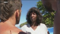 """Youma Diakite lascia l'Isola dei famosi: """"Mio figlio sta male, devo andare via"""""""