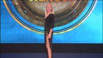 L'Isola dei Famosi 2019, lo spacco vertiginoso di Alessia Marcuzzi nella sesta puntata