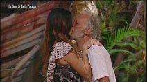 """L'Isola dei Famosi, Karin Trentini rassicura Riccardo Fogli: """"Non ti ho tradito, sono cattiverie"""""""