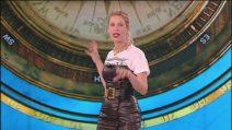 L'Isola dei Famosi 2019, Alessia Marcuzzi fasciata in un vestito nero nella quarta puntata